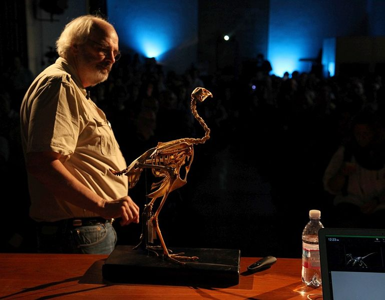 Jack_Horner_with_bird - dinosaur facts