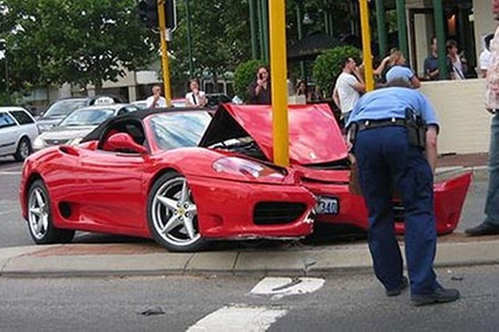 Ferrari Crash3