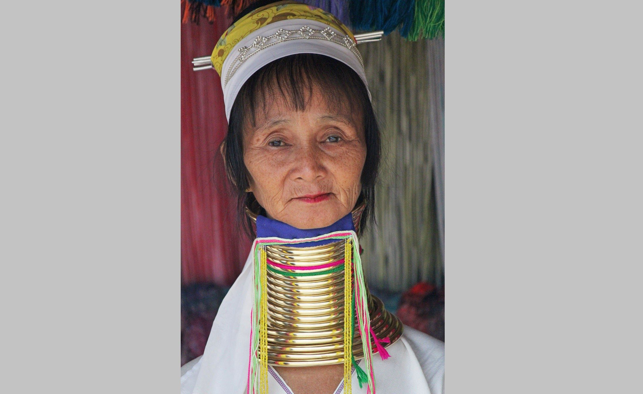 long-neck-tribe-chiang-rai-woman-2